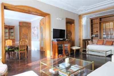 Spacious apartment in prestigious area of Barcelona